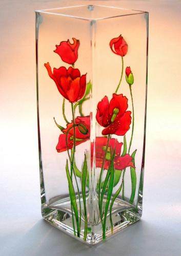 Роспись по стеклу - увлекательное занятие, доступное каждому.