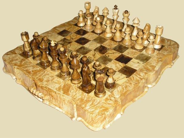 что может быть и лодкой и шахматной фигурой