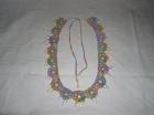 Вязанный пояс из цветной пряжи, украшенный кисточками из бисера под цвет оттенков пряжи.